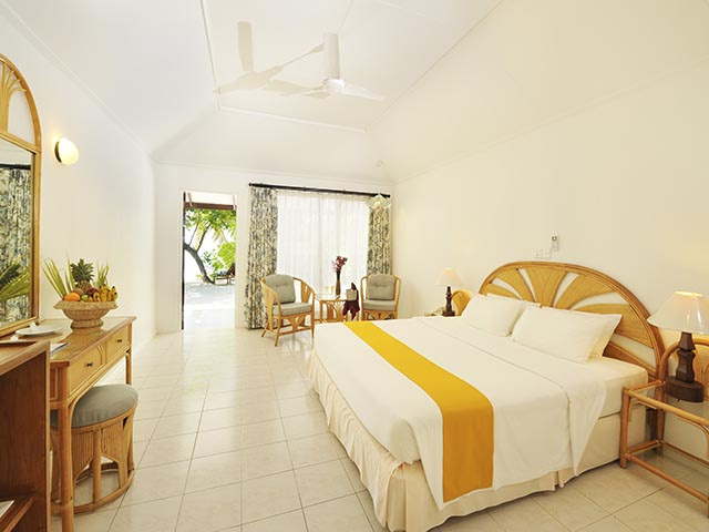Holiday_Island_Superiro Beach Bungalow3